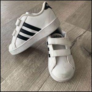 Kids Adidas retro Velcro size 7
